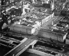 Hauptplatz 1963 Paris Skyline, Louvre, Building, Travel, Image, Linz, Historical Pictures, Old Town, Buildings