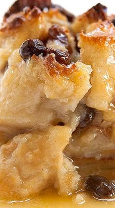 Bread Pudding ~ Authentic New Orleans bread pudding with French bread, milk, egg. Bread Pudding ~ Authentic New Or. Köstliche Desserts, Delicious Desserts, Dessert Recipes, Yummy Food, Pudding Desserts, Cheesecake Pudding, Cooking Recipes, Healthy Recipes, Dessert Bread