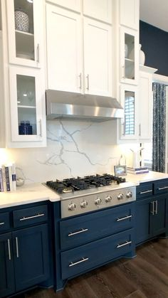 Model home tour, open floorplan with navy walls in kitchen & white walls with navy sofa in living room😍 Builder:Highland Homes, IBB Design 🎥video taken by THE DECORATING COACH while touring… Diy Kitchen Cabinets, Kitchen Cabinet Design, Kitchen Redo, Modern Kitchen Design, Home Decor Kitchen, Interior Design Kitchen, Home Kitchens, Kitchen White, Dark Cabinets