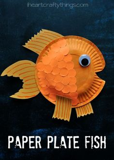 Kids will love creating this Paper Plate Fish Craft! Read the post to find out how easy it is to create those fun scales on the fish.