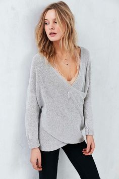 It's officially sweater weather! I rounded up my favorite fall sweaters on Jojotastic.com + get lots more style and fashion inspiration!