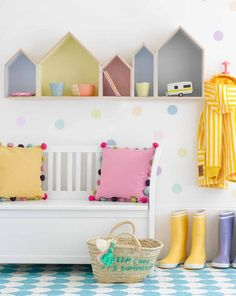 I love this cute childrens room decor with little houses as a bookshelf on the wall and lovely pastel colours. Girls Bedroom, Bedroom Decor, Girl Nursery, Wall Decor, Baby Bedroom, Wall Art, House Shelves, Box Shelves, Kids Book Shelves