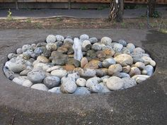 Simple and easy to make outdoor water feature projects! If you are itching for a DIY project, try one of these DIY outdoor water feature tutorials! Diy Water Fountain, Rock Fountain, Diy Garden Fountains, Fountain Ideas, Outdoor Fountains, Fountain Design, Garden Ponds, Koi Ponds, Backyard Water Fountains