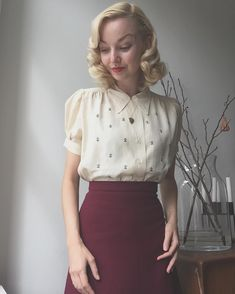 17 000 followers. It's absolutely unbelievable. I don't know what to say other than thank you so much, I really love this community and truly appreciate all your wonderful comments ❤️ Going out for brunch in 1940s Fleur de Lys blouse and wool crepe skirt from a 1940s pattern made by @zebuhcow ⚜ #1930s #1940s #vintage #truevintageootd #17k