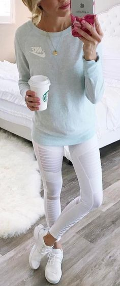 the white yoga pants. Adoro i pantaloni da yoga bianchi. fall outfits casualLove the white yoga pants. Adoro i pantaloni da yoga bianchi. Legging Outfits, Athleisure Outfits, Nike Outfits, Leggings Fashion, Sport Outfits, Jeans Fashion, Nike Fashion Outfit, Athleisure Fashion, White Leggings Outfit