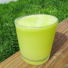 Quick, healthy juice and smoothie recipes: Pineapple Green Apple Juice. Manganese supports collagen production, which is vital for keeping wrinkles at bay.