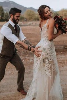 20 Creative Wedding Photography Ideas for Every Wedding Photoshoot Wedding Photoshoot, Wedding Pics, Dream Wedding, Wedding Ideas, Trendy Wedding, Wedding Shot, Summer Wedding, Funny Wedding Photos, Ivory Wedding
