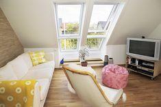 Využijte volného prostoru na půdě. Sloužit vám může třeba pro obývací pokoj. #interier #design #designinterieru #architektura #modernibydleni #bydleni #svetlyinterier #prosvetleniinterieru #velux #stresniokna #designideas #napadyprobydleni #podkrovi #rekonstrukce #rekonstrukcepodkrovi #modernipodkrovi #puda #pudnibyt Decor, Furniture, Home, Floor Chair, Velux, Chair, Flooring, Couch