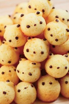 Kawaii sweets doughnuts bear by Shiretoko Factory. Too cute to eat! Cute Food, Good Food, Yummy Food, Kawaii Dessert, Japanese Sweets, Japanese Food, Cute Desserts, Food Humor, Cute Cakes