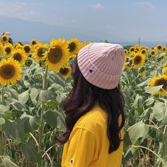 Lovin' the vibe🌻 Ulzzang Korean Girl, Cute Korean Girl, Ulzzang Couple, Asian Girl, Girl Photo Poses, Girl Photography Poses, Girl Photos, Teenage Girl Photography, Uzzlang Girl