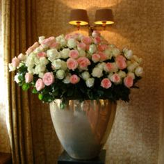 Rosas, vaso. Floral Wreath, Wreaths, Home Decor, Vases, Floral Crown, Decoration Home, Door Wreaths, Room Decor, Deco Mesh Wreaths