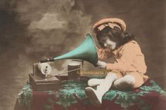 GIRL-WITH-A-GRAMOPHONE-Vintage-Postcard-Image-Photo-Blank-Card-Or-Print-CE251