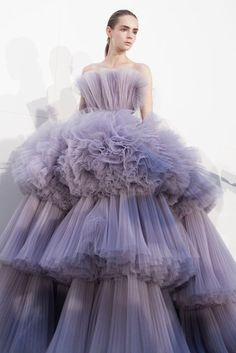 25 + ›Giambattista Valli Herbst-Winter Haute Couture Runway Show - . - 25 + ›Giambattista Valli Herbst-Winter Haute Couture Runway Show – Giambattista Vall - Look Fashion, Runway Fashion, Trendy Fashion, Fashion Art, Fashion Models, Fashion Show, Fashion Spring, Fashion 2017, Elegance Fashion