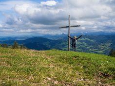 Von Goldau nach Sattel bin ich auf einer abwechslungsreichen Wanderung auf der dritten Etappe des Schwyzer Höhenweg unterwegs. Der Bus, Mountains, Nature, Travel, Cowbell, Flims, Naturaleza, Viajes, Trips