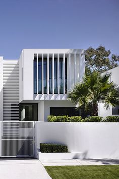 modern contemporary house residential architecture: white brighton townhouses by martin friedrich architects Townhouse Exterior, Modern Townhouse, Townhouse Designs, Modern House Facades, Modern Architecture, Plantas Duplex, White Exterior Houses, Duplex House Design, Modern Contemporary Homes