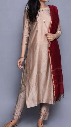 Super Wedding Bridesmaids Colors Simple Ideas Super W. Salwar Designs, Kurta Designs Women, Kurti Designs Party Wear, Kurti Neck Designs, Simple Kurti Designs, Designer Kurtis, Indian Designer Suits, Pakistani Dress Design, Pakistani Outfits