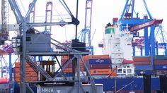 Schiffe und Kräne im Hamburger Hafen   Ships and harbour cranes in Port of Hamburg   28/06/15