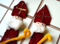 St Nicholas Day Craft: St Nicholas Spoon Puppets #christmascraftsforkids #ChristmasWonderland