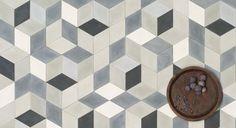 Gå mod lysere tider med de marokkanske cementfliser fra Marokk, der bliver produceret i Marrakech. Fås i pastelfarvede mønstre og som ensfarvede fliser. Cementfliserne ses her i mønsteret Hex greymix til 1.000 kr. pr. kvm. /Marokk Foto: PR