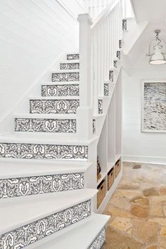 47 Ideas tile stairs edge for 2019 Stairs Edge, Tile Stairs, House Stairs, Modern Staircase, Staircase Design, Staircase Remodel, Staircase Makeover, Stair Decor, Painted Stairs