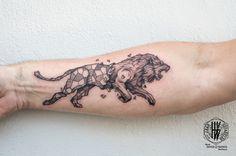 Tattoo par Jean-Sébastien HvB chez David Tattoo Pertuis France d'après un dessin original de Kerby Rosanes daviddepertuis.com #Mandala #Tattoo #Tatouage #Arm #Geometry #Lion #Bras #Blackandgrey #Noiretblanc #Fineline #Fineart #KerbyRosanes #Kerby #Rosanes More Art & Tattoos : heinrichvonb.tumblr.com Facebook : Jean-Sebastien HvB Pinterest : hvbtattoo Instagram : jeansebastienhvb Mail : hvbtattoo@gmail.com