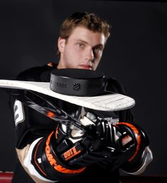 Happy Birthday to one of my favorite Ducks players Bobby Ryan!! :D Hockey Senior Pictures, Senior Guys, Senior Photos, Senior Portraits, Senior Year, Portrait Poses, Portrait Ideas, Portrait Photo, Team Pictures