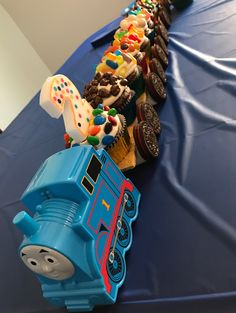 'Thomas' Cupcake Train – Six Clever Sisters - Cupcakes Train Birthday Party Cake, Thomas Birthday Cakes, Toddler Birthday Cakes, Thomas Birthday Parties, Thomas The Train Birthday Party, Train Party, Car Party, Cupcake Birthday Cakes, Thomas The Train Cakes