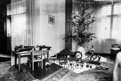 Wohnzimmer in Hindenburg, 1942 Christen, Christmas Tree, Monochrome, Clearance Toys, Living Room, Christmas, Homes, Gifts