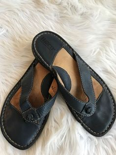 b51f547b2c8 Born Women s Leather Sandals Flip Flop Thong Size 6 36.5 Navy Blue