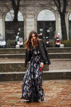 Fotos de street style en Milan Fashion Week: Gala González con look de Theyskens Theory