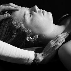 Impuls-Strömen healing touch www.silvia-augustin.at #wien #wellness #strömen #heilströmen #jiro murai #jin shin jyutsu #gesundheit #picoftheday #pictureoftheday #bestoftheday #health #healthy #instahealth #healthychoices #active #strong #instagood #lifestyle # rückenschmerzen #migräne Wellness, Jin, Holding Hands, Health, Hand In Hand, Gin