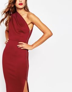 How gorgeous is this one shouldered dress!