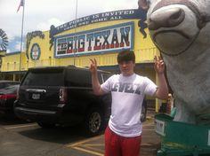 We know where it's at #72ozsteak #levelz #texas #texansteakhous #worldfamous