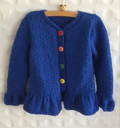 Vraag mij, ik brei. #BREInWERK #breien #breieninopdracht #kinderkleding #handknitted #kidswear #kidsknit #homemade #knitting #withlove #knitwear 🧶 #knittingforcharity #fondsenwerving #donaties #RonaldMcDonaldHouse #Kinderfonds #NAHproject #braininjuryrehab #nietaangeborenhersenletsel 🧶 #knittersofinstagram #knitstagram #wool #naturalmaterials #knittingforkids #knittingforbabies #dropsfan #instaknit ❤️ #speciaalvoorjou ❤️ Knitting For Charity, Knitting For Kids, Hand Knitting, Ronald Mcdonald House, Copywriter, Brain Injury, Aerobics, Kids Wear, Knitwear
