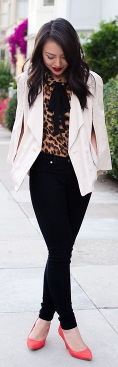 Blouse à imprimé animalier meilleures tenues Take a look at the best Animal print blouse in the photos below and get ideas for your outfits! Simple Outfits, Casual Outfits, Cute Outfits, Leopard Print Top, Leopard Blouse, Look Fashion, Womens Fashion, Animal Print Fashion, Street Style