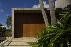 Image 5 of 34 from gallery of The P House / Studio - Marcio Kogan + Lair Reis. Photograph by Fernando Guerra Arch House, Modern Tropical, Tropical Houses, Studio Mk27, Magazine Deco, Concrete Interiors, Interior And Exterior, Interior Design, Architecture Art Design