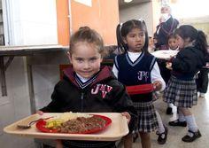 Cerca de 1.200 estudiantes disfrutan de comida caliente en colegio de Usaquén | Portal Bogota | Bogota.gov.co