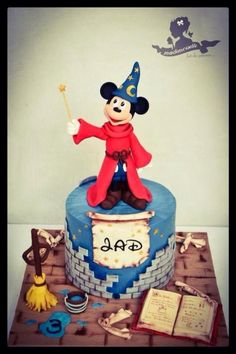 Mickey Fantasia - Cake by Mademoiselle fait des gâteaux Mickey Mouse Treats, Mickey Mouse Cake Topper, Mickey Mouse House, Mickey And Minnie Cake, Mickey Cakes, Mickey Mouse And Friends, Disney Mickey, Walt Disney, Gateau Theme Mickey