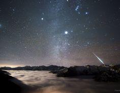 كرة نارية من زخة التوأمانيات فوق جبال بالانغ Geminid Fireball over Mount Balang