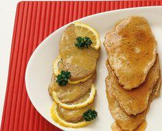 Le scaloppine al limone si ricavano da fettine di scamone o filetto e sono un secondo veloce da preparare. Segui la ricetta di Sale&Pepe.