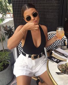 Are you looking for outfit inspiration? Then take a look at us! Either you are looking for casual, business, urban, classy looks, we got you covered! Street Style Outfits, Looks Street Style, Mode Outfits, Fashion Outfits, Fashion Tips, Holiday Outfits, Cute Summer Outfits, Spring Outfits, Trendy Outfits