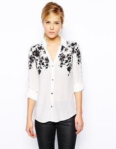 Blusa de viscosa con detalle floral superpuesto de Oasis