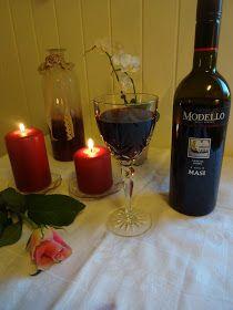 Edels Mat & Vin: Svinefilet på grønnsakseng ♫♫♥ Red Wine, Alcoholic Drinks, Food And Drink, Glass, Wine, Drinkware, Alcoholic Beverages, Corning Glass, Alcohol