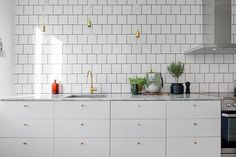 my scandinavian home: Search results for Kitchen Brass Kitchen, Cute Kitchen, New Kitchen, Kitchen Dining, Skandi Kitchen, Kitchen Drawers, Kitchen White, Kitchen Fixtures, Kitchen Interior