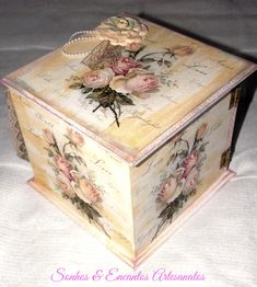Porta Jóias com abertura lateral, decoração vintage Decoupage Vintage, Decoupage Box, Vintage Crafts, Altered Boxes, Altered Art, Pretty Storage Boxes, Rose Decor, Pretty Box, Jewellery Boxes