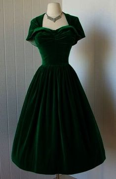 Sweet - Vintage Dresses Online Source by lilmissjelica Kleider Vintage Dresses Online, Vintage Dress Patterns, Vintage 1950s Dresses, Retro Dress, Vintage Outfits, Pretty Outfits, Pretty Dresses, Beautiful Outfits, Vestidos Vintage