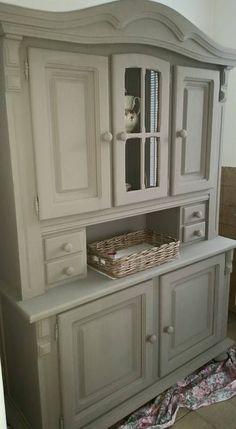 k heb hier een mooie buffetkast restylet met de kleur Annie Sloan French Linen,Ben er trots op ! Op naar mn volgende project. Groetjes Tatjana