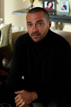 Jesse Williams as Jackson Avery --Grey's Anatomy Season 16 Episode The Last Supper Grey's Anatomy, Greys Anatomy Men, Greys Anatomy Season, Jackson Avery, Jesse Williams, Greys Anatomy Jackson, Greys Anatomy Episodes, Alex Grey, New Girlfriend