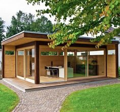 For a backyard dance studio Outdoor Sheds, Outdoor Rooms, Outdoor Living, Container Home Designs, Summer House Garden, Home And Garden, Shed Of The Year, Backyard Studio, Tiny House Cabin