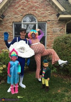 """Trolls family costumes Lady Glitter Sparkles, """"the cloud"""", Princess Poppy, Mr Dinkles and Cooper. Poppy Halloween Costume, Themed Halloween Costumes, Halloween Costume Contest, Diy Costumes, Costume Ideas, Halloween 2019, Halloween Makeup, Halloween Party, Troll Costume"""